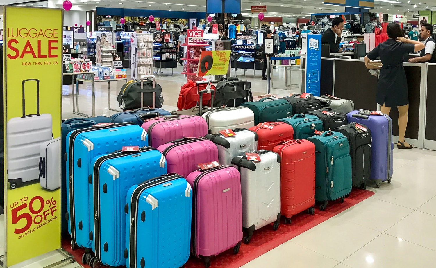 Luggage-sale-in-dept-store