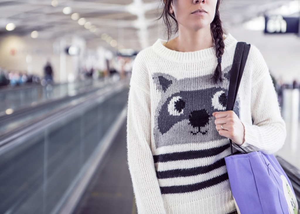 6-travel-essentials-all-stylish-girls-must-carry-along-when-on-a-vacation